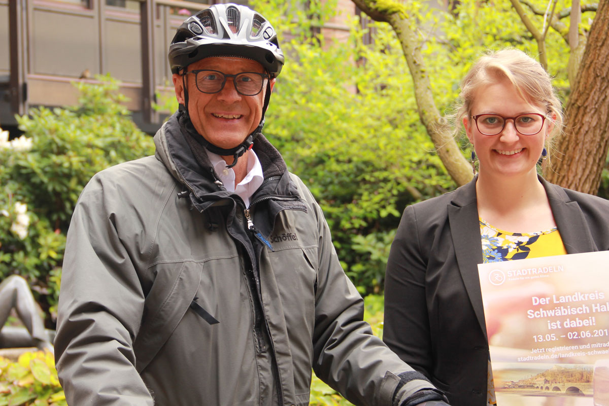 Landrad Gerhard Bauer und Klimaschutzmanagerin Caroline Mayer